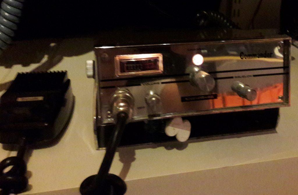 Commander TX-25, 5W, AM, 25 kanaler, 23+2 Från 1975 Var först godkänd av Televerket men senare togs det tillbaka på grund av att radion kunde bestyckas med 2 extra kanaler